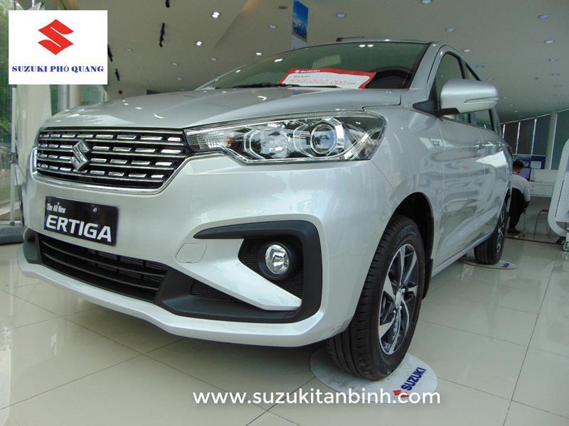 Suzuki Ertiga Limited màu bạc số tự động